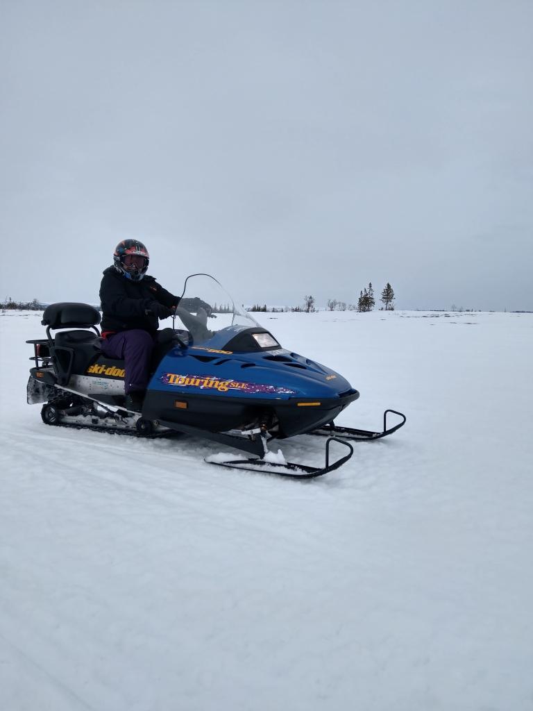 Heidi kjører snøscooter