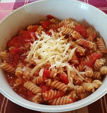 Pasta med tomat og ost