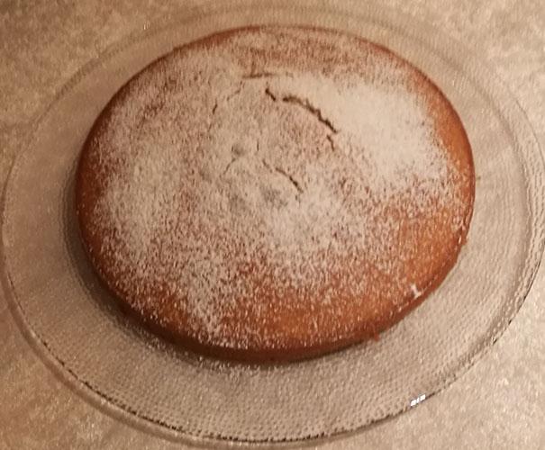 Hvorfor ikke bake en Irsk Te-kake i dag og drikke te til. Det må vel bli en flott søndags ettermiddag? Selv jukset jeg litt og bakte jeg denne i går. Vi spiste ikke opp hele kaka, og den smakte (nesten) like godt i dag. :-)