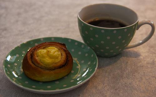 Kanelsnurr med vaniljekrem og kaffe