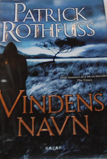 Rothfuss, Patrick (2007), Vindens navn. Bazar