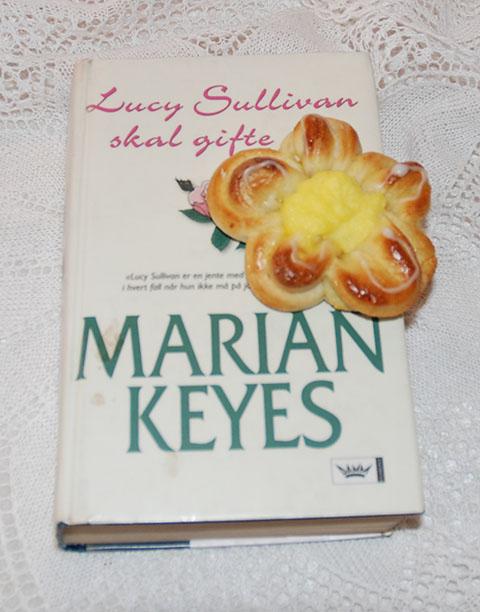 Maibolle og Keyes, Marian (2007) «Lucy Sullivan skal gifte seg». N.W.DAMM & søn