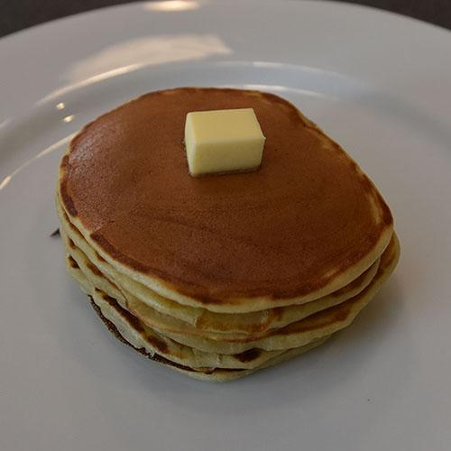 amerikanske pannekake  Ingredienser   50 gSmør 2½ dlMelk 2Egg 3 dl Hvetemel 2 tsBakepulver ½ tsSalt 1 ssSukker
