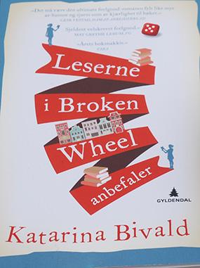 Bivald, Katarina (2014) «Leserne i Broken Wheel anbefaler», Gyldendal