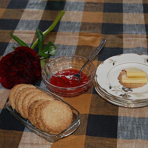 Sprø Havrekjeks: Ingredienser 100 g Margarin 2 ss Sukker 3 dl Havregryn 1 ts Bakepulver ½ dl Melk 2 dl Hvetemel