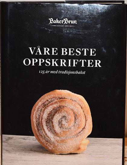 """Baker Brun (2018), """"Våre beste oppskrifter. 125 år med tradisjonsbakst""""."""