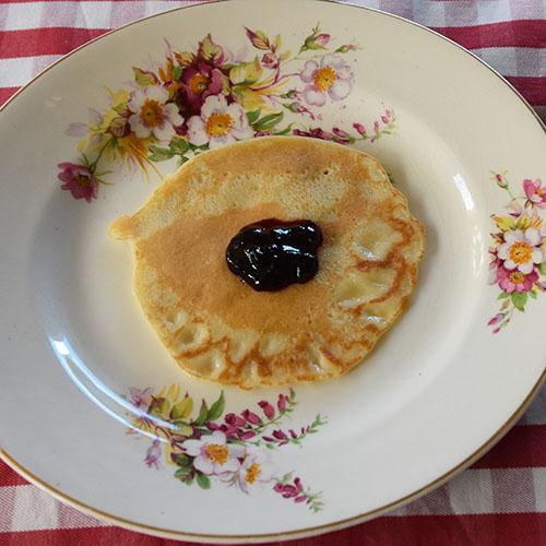 Frokostpannekaker  Ingredienser:  2Egg 6 dlMelk 3 dlHvetemel Smør