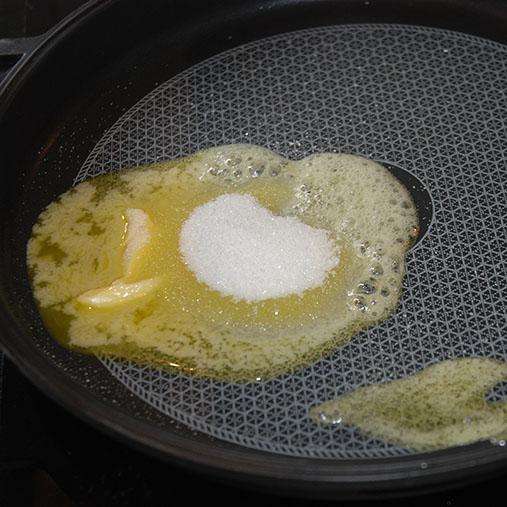 Bananpannekaker Ingredienser: 1 Egg 1 dl Melk 1-1½ Hvetemel Banan 1-1½ ss Sukker 1 ss Smør