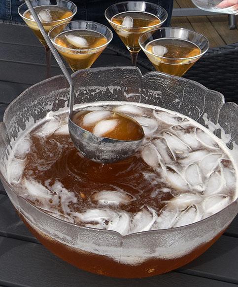 Olsen Driver (Alkoholfri. Ca. 10 glass) Ingredienser 1 Lime (presset) 2 fl Eplemost (ca 6 dl) ½ l Ingefærøl ½ dl Farris Masse Isbiter