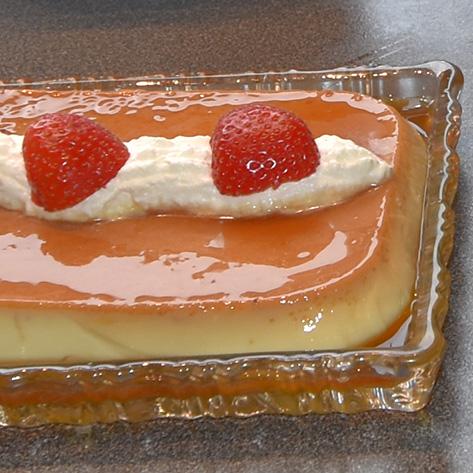 Mormors karamellpudding: Ingredienser 7 ss Sukker 3 Egg ½ l H-melk 1½ ss Sukker ½ ts Vaniljesukker