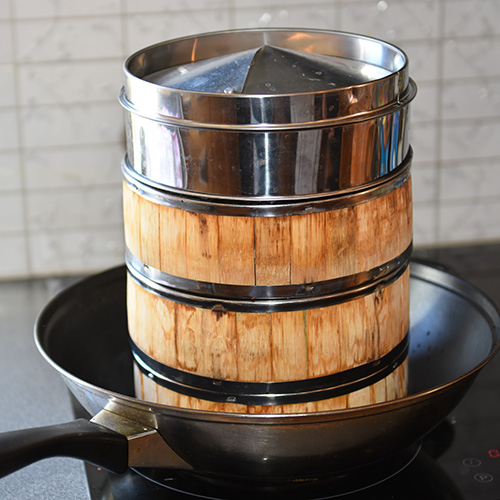 Dampede buns Ingredienser 1 ts Tørrgjær 500 g Hvetemel 1 ½ ss Sukker ½ ts Salt 2 dl Vann ½ dl Melk 1 ss Olje 1 ss Eddik (sushi 1 ts Bakepulver