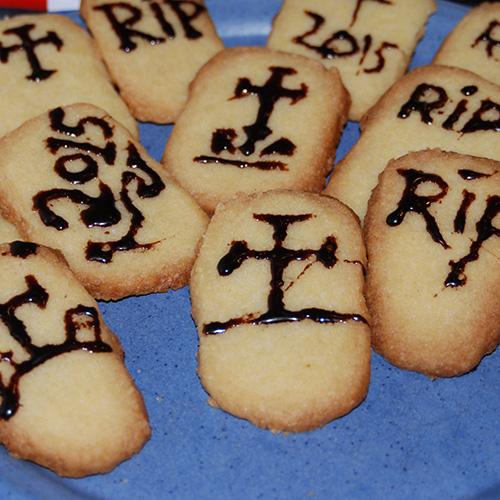 R.I.P-kjekser (Vaniljekjeks) Ingredienser 4 ½ dl Hvetemel 1 dl Sukker 2 ts Vaniljesukker 200 g Margarin (kalde biter)