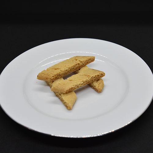 Kolakaker Ingredienser 200 g Smør (romtemperert) 200 g Sukker 1½ ss Sirup 2 ts Natron 2 ts Vaniljesukker 300 g Hvetemel