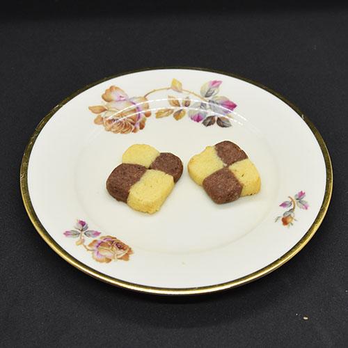 Sjakkruter Ingredienser: 4 ½ dl Hvetemel 1½ dl Sukker 200 g Margarin 1 ts Vaniljesukker 2 ss Kakao