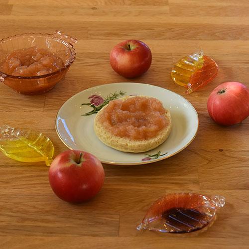 Eplemos Porsjoner Tid Eplemos Ingredienser: 1 kg Epler (skrelte og delte) ½ dl Vann ½ -3 dl Sukker Vanskelighetsgrad ¾ - 1 liter Enkel Ingredienser: 1 kg Epler (skrelte og delte) ½ dl Vann ½ -3 dl Sukker