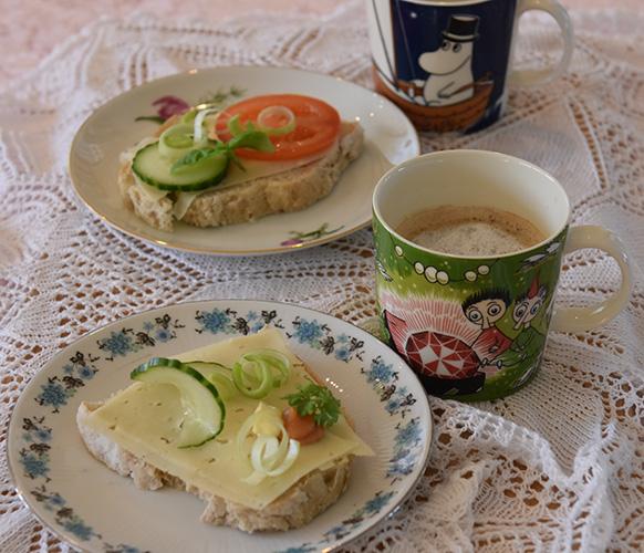 Havregrynsbrød Ingredienser: 1 pk Gjær 10 dl Vann 1 ss Salt 1 dl Havrekli 4 dl Havregryn 20 dl Hvetemel