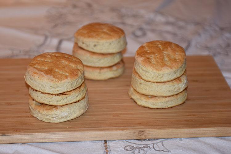 Havrerundstykker (mormors) Ingredienser: 8 dl Havregryn 1 l Melk 100 g Smør 1 ½ pk Gjær (75 g) 1 ts Salt 1½ -2 l Hvetemel