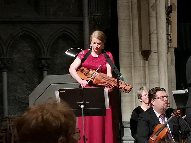 "21 desember 2019 Nidarosdomens Jentekor har konsert ""Julefryd"" i Nidarosdomen, Trondheim, Trøndelag, Norway. Solist på Nyckelharpa Emilia Amper"