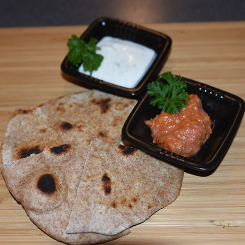 Indisk flatbrød av sammalthvete (Ruti) Ingredienser: 300 g Sammalt hvete (fin) 100 g Hvetemel (spesial) 1 ts Salt 2 ss Olje (nøytral) 2 ½ dl Vann (fingervarmt)