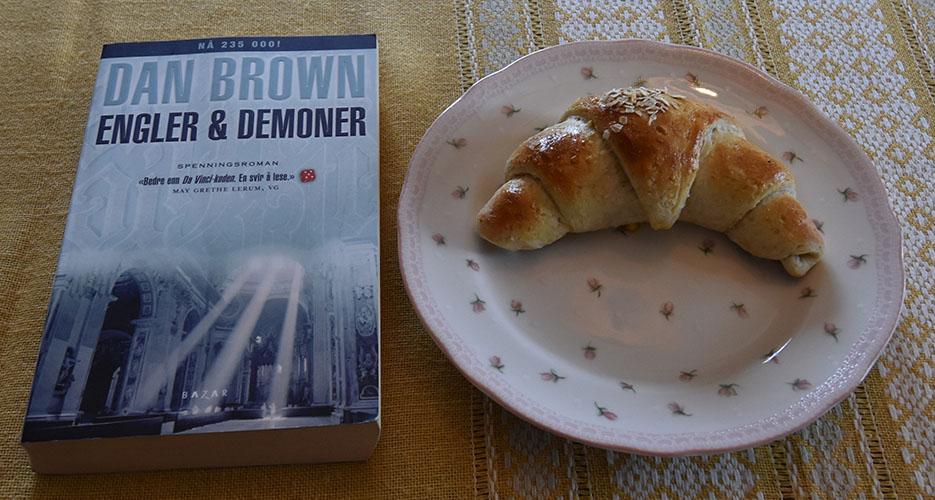 Brown, Dan (2007), «Engler & Demoner». Bazar og Havrehorn Ingredienser: 6 dl Melk 150 g Smør 1 pk Gjær 750 g Hvetemel 250 g Havremel 1½ dl Sukker 1 Egg Havregryn