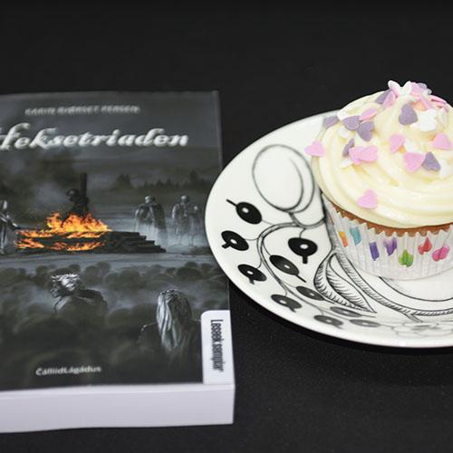 Persen, Karin Bjørset (2019) «Heksetriaden», Cálliidlágádus AS og Cupcakes med kakestrø (til heidisboble 1 år) Ingredienser: 150 g Smør (romtemperert) 1 dl Olje (nøytral) 5 dl Sukker 3 Egg (romtemperert) 2 Eggeplommer (romtemperert) 1 ss Vaniljeekstrakt (eller -sukker) 2 ½ ts Bakepulver 7 ½ dl Hvetemel 2 ½ dl Kefir (romtemperert)