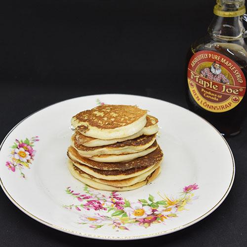 Pannekaker med ricotta og sitron. Ingredienser: 3 Egg (delte) 4 dl Melk 1 Sitron (saft og skall) 275 g Hvetemel 2 ss Sukker 1 ½ ts Bakepulver 1 bx Ricotta (250 g)