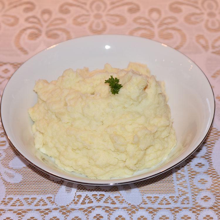 Potetmos Ingredienser: 1½ - 2kg Poteter (i biter) 2 ss Smør 1½ - 3 dl Melk (varm) Salt (pepper)
