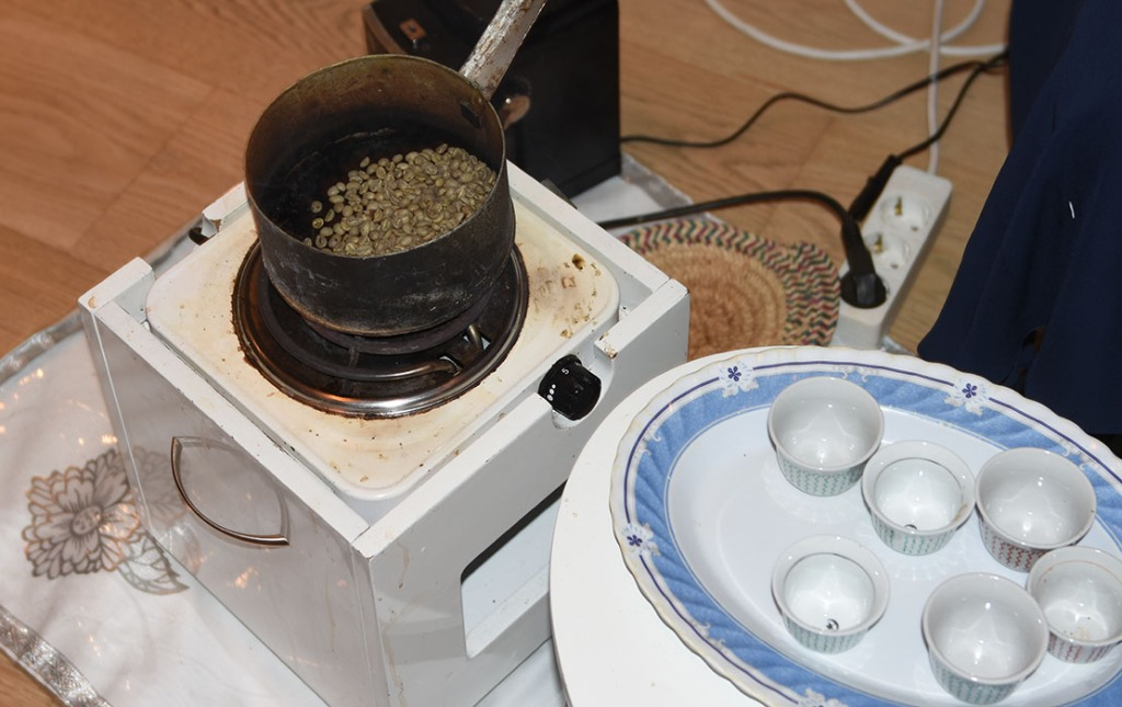 """20200229 - Eritreisk """"matlagingskurs"""" hos våre venner fra Eritrea - kaffeseremoni"""