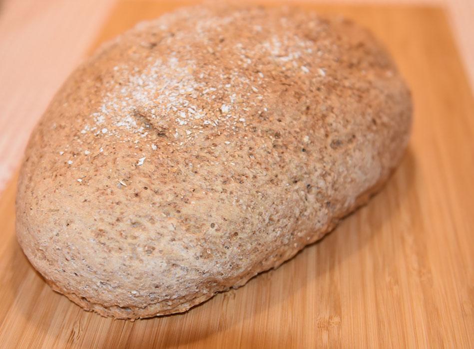 Klibrød Ingredienser: 8 ½ dl Vann (fingervarmt) 1 pk Gjær 1 kg Grovbakstmel (1 pk) 1 ½ dl Sammalt hvete (grov) 1 ½ dl Hvetemel 1 ½ dl Kruskakli (ca. 5 ss) ½ dl Hvetekli (ca. 3 ss) 2 ss Olje (nøytral) 2 ts Sukker 2 ts Salt