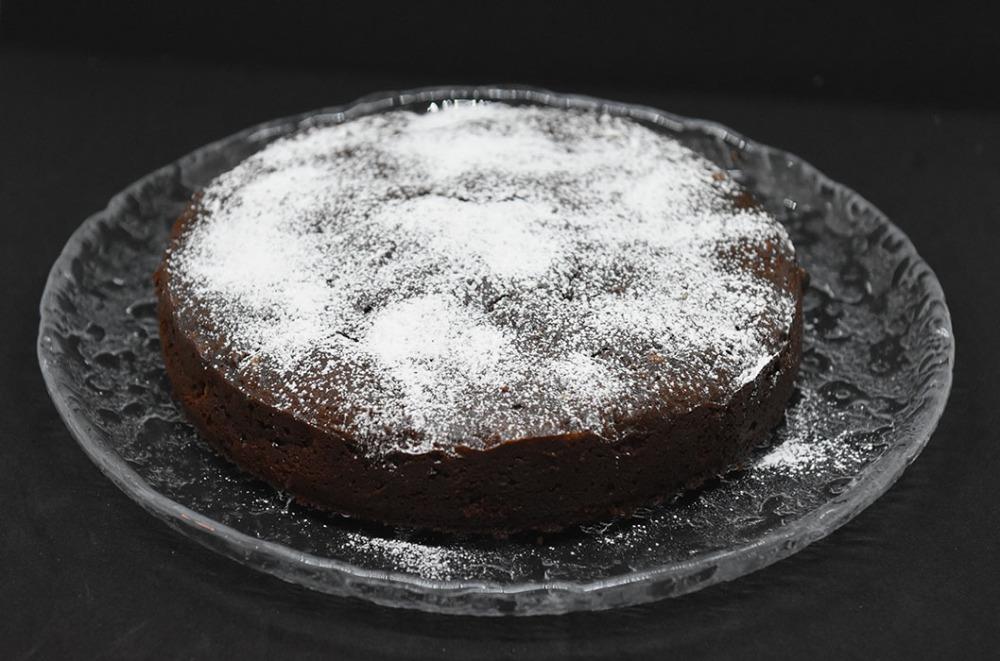 Mokkakake (med cottage cheese) Ingredienser: 1 dl Hvetemel ½ ts Bakepulver ¾ dl Kakao 2 ts Vaniljesukker 3 Egg 1 ½ dl Sukker 300 g Ferskost (cottage cheese) 2 ss Smør (smeltet) 2 ss Kaffe (sterk)