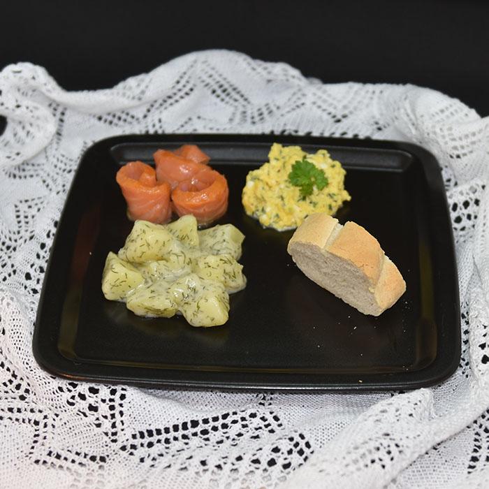 Røktlaks med dillstuede poteter  Ingredienser  10Poteter 2 ssHvetemel 4 dlMelk ½ tsSalt ½ tsPepper 3 ssDill (hakket)