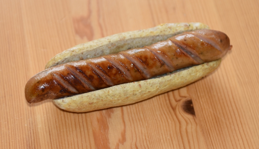 Litt grovere pølsebrød med rugmel Ingredienser: 6 dl Vann (lunket) 1 pk Gjær 250 g Rugmel Ca. 750 g Hvetemel 2-3 ts Salt