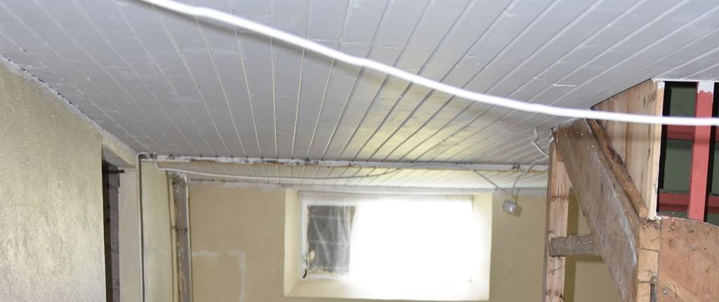 Taket i kjelleren på sommerhuset vårt - etter maling - Garten, Trøndelag -- og det er klart for maling, nytt gulv, nye vegger mm