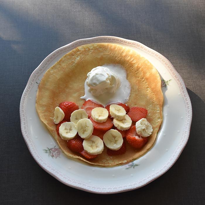 Pannekaker Ingredienser 2 Egg 6 dl Melk 3 dl Hvetemel Smør