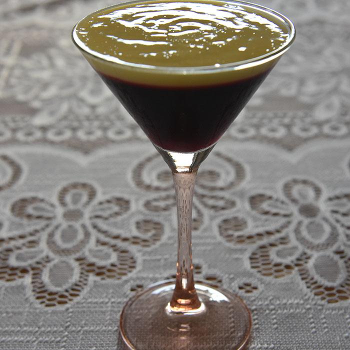 Kirsebærgele Ingredienser: Ca 600 g Kirsebær - sure (10 dl) 7 dl Vann 1 dl Sukker 8 pl Gelatin