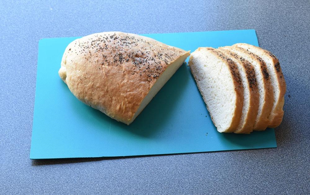 Frøloff Porsjoner: Tid: Vanskelighetsgrad 2 brød 3 timer Enkel Ingredienser 50 g Smør (smeltet) 7 dl Melk (lunken) 1 pk Gjær 1 kg Hvetemel (ca. 16 ½ dl ) 1 ts Sukker ½ ts Salt 2 ss Fløte (til pensling)
