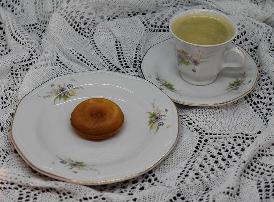MiniDonuts stekt i donutsmaker Ingredienser: 400 g Hvetemel 3 ts Bakepulver 250 g Sukker 3 ts Vanljesukker 2 Egg 2 ½ dl Melk 15 g Smør (smeltet)