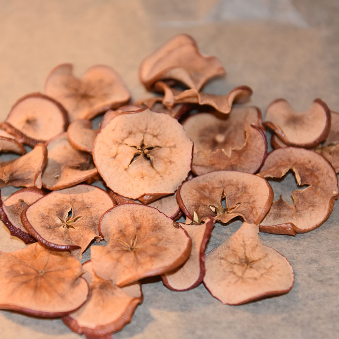 Tørkete epler på den norske eple dagen som er siste tirsdag i september https://heidisboble.no/