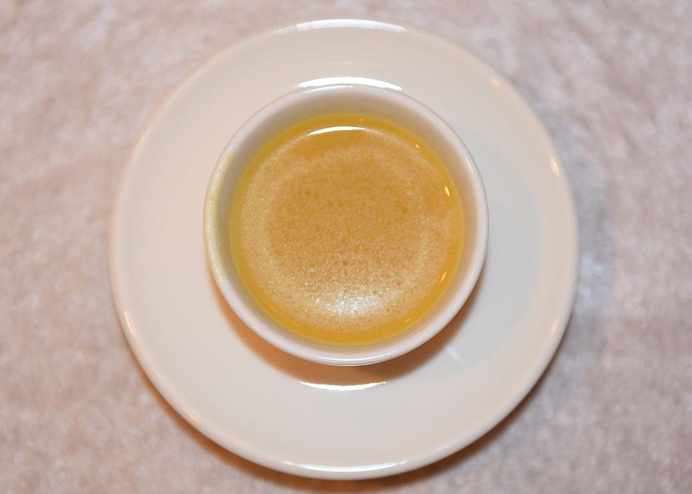 Ingefærkrydret Gresskarbuljong Ingredienser: 2 ss Olje (oliven) 1 Løk (fin hakket) 750 g Gresskar (renset og i terninger) 1 ½ - 3 cm Ingefær (raspet) 1- 2 ss Rød karri pasta 400 ml Kokosmelk 7 ½ dl Grønnsaksbuljong 400 ml Kokosmelk https://heidisboble.no/
