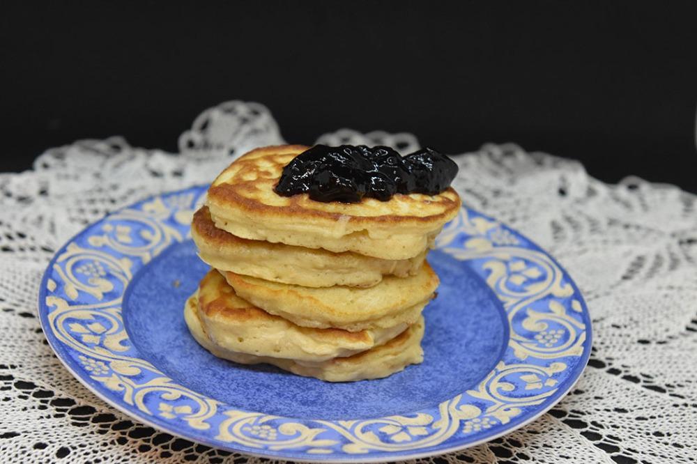 Havregrynspannekaker Ingredienser: 3 dl Hvetemel 1 dl Havregryn 2 ts Bakepulver 1 Egg 3 dl Melk