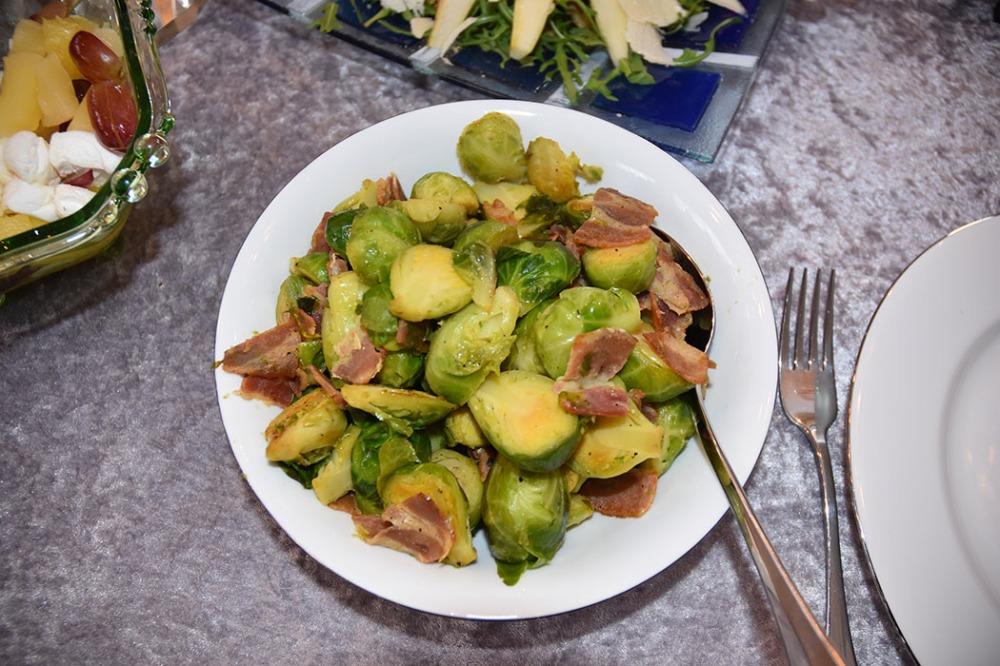 Rosenkål med Bacon (tilbehør til thankgiving) Ingredienser: 100 g Bacon 300 g Rosenkål Salt og pepper https://heidisboble.no/