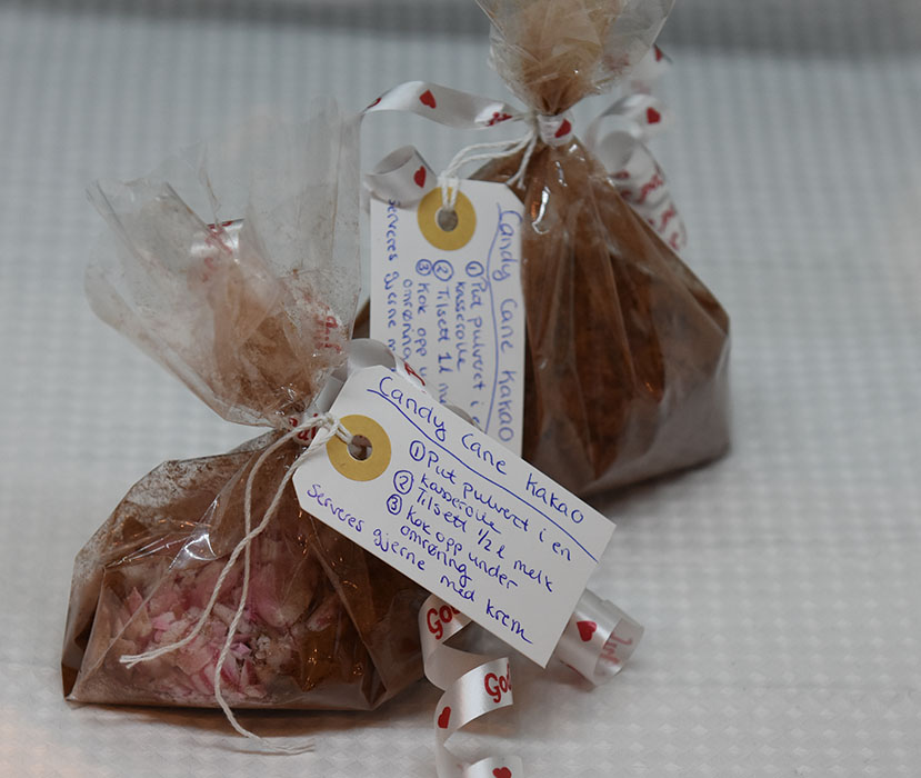 Candy cane kakao Ingredienser: 2 ss Kakao 3-4 ss Sukker 10 dl Melk 8 ss Candy cane (knuste Topping (Valgfritt): Kremfløte pisket Candy cane (knuste) https://heidisboble.no/ @heidisboble