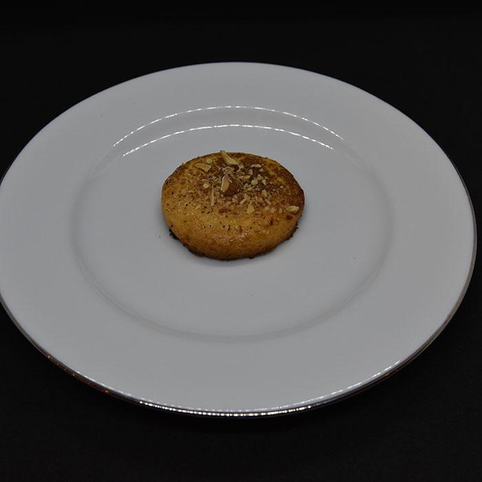 Jødekaker Ingredienser 250 g Hvetemel 200 g Margarin 1 Egg 125 g Sukker ½ ts Hjortetakksalt Topping: Egg Sukker, kanel, mandler (hakkete) https://heidisboble.no/ @heidisboble