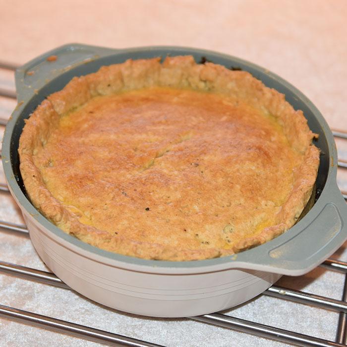 Biff Pai med Porter Ingredienser: 750 g Mørbrad (ferdig mørent) 3 ss Hvetemel 1 ts Sennep Salt og pepper 2 Løk (hakket) 2 fedd Hvitløk (hakket) 5 dl Porter (eller annet mørkt øl) 2 ss Worcestershire sauce 2 Laubærblader 1 ts Timian 1 ts Brunt sukker (mykt) 250 g Sjampinjonger Smør til steking Paideig: 250 g Hvetemel 2 ½ ts Bakepulver 1 ½ ts Salt 1 ts Timian Pepper (nykvernet) 125 g Margarin (raspet) 10-12 ss Vann https://heidisboble.no/ @heidisboble