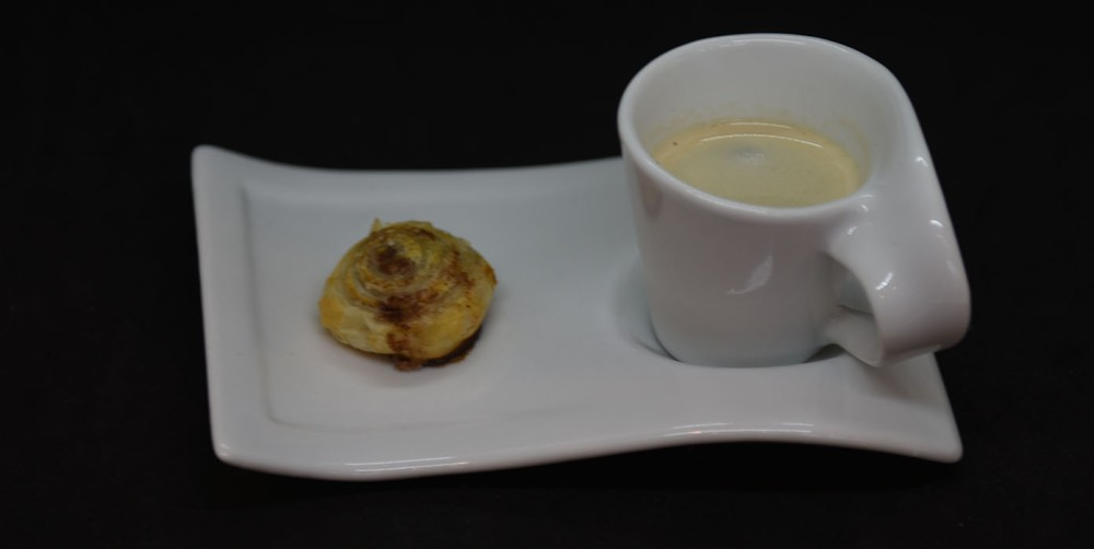 Butterdeigsnurrer med sukker og kanel Ingredienser: 1 plate Buttedeig (dypfryst) Egg Sukker og kanel https://heidisboble.no/ @heidisboble