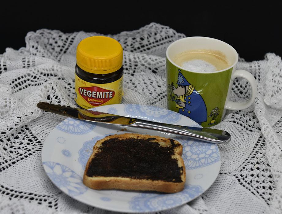 Howarth, Daniel (2019) «Why I love Australia», Harper Collins Childrens's Books og toast med Vegemite og kaffe https://heidisboble.no/ @heidisboble