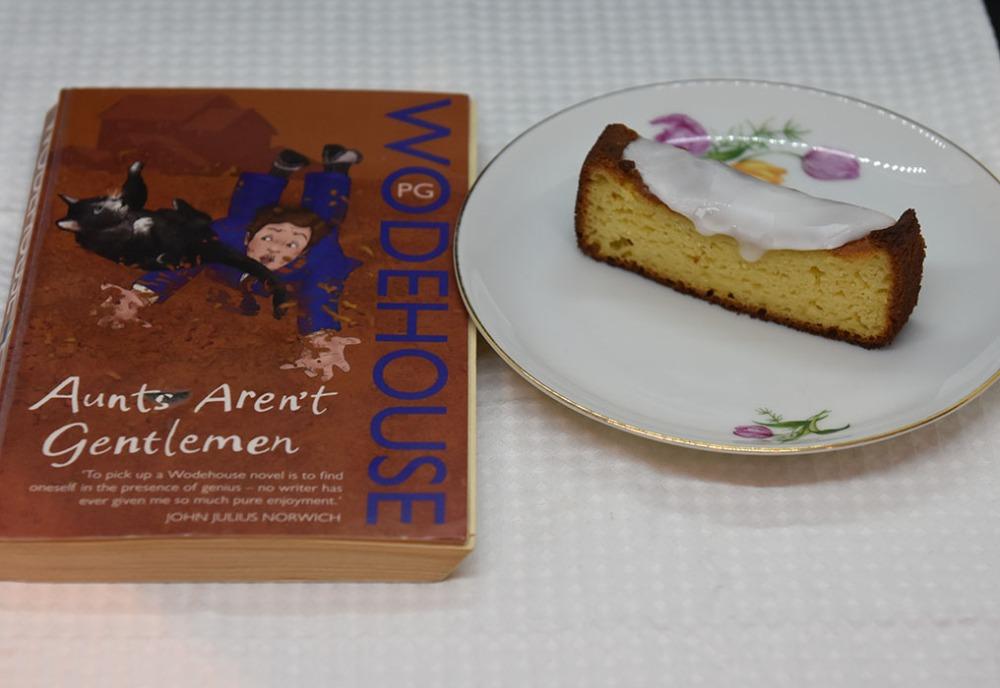 Wodehouse, PG (2008) «Aunts aren't gentlemen», Arrow Books OG Appelsinkake med yoghurt (enkel) Ingredienser: 3 Egg 300 g Yoghurt 1 dl Olje (nøytral) 1 Appelsin (skall og saft ca 1 dl) 100 g Sukker 200 g Hvetemel 2 ½ ts Bakepulver 2 ts Vaniljesukker ½ ts Salt Topping: Melis (valgfritt) https://heidisboble.no/ @heidisboble