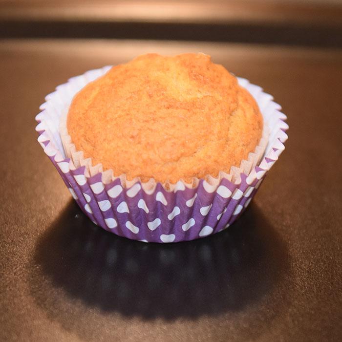 Maisbrød Ingredienser: 175 g Maismel (fint, eller gul polenta) 125 g Hvetemel 40 g Sukker 1 ss Bakepulver 2 ½ dl Mel (H-melk) 1 Egg 45 g Smør https://heidisboble.no/ @heidisboble