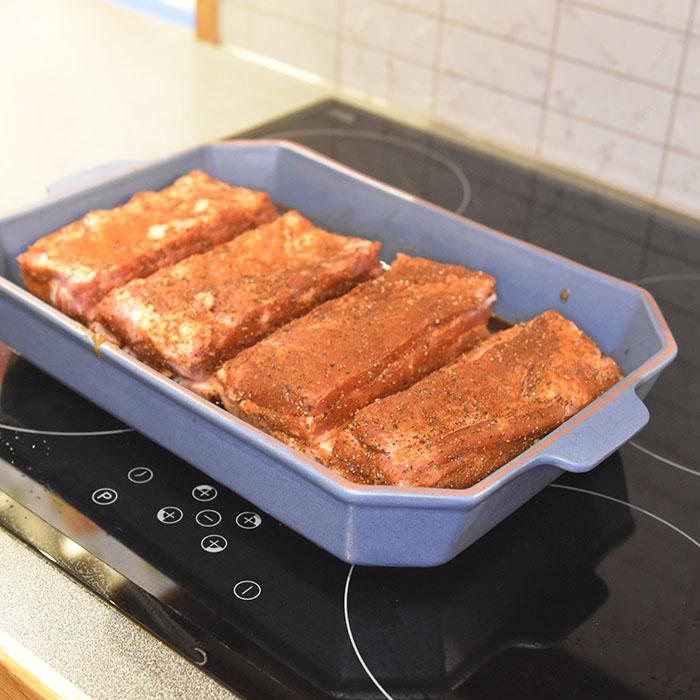 Honning og hvitløksmarinert ribbe Ingredienser: 1 kg Ribbe 1 ss Salt 1 ss Pepper 1 ss Paprika ¼- 1 ss Cayennepepper 2 ½ dl Honning (340 g) 1 ¼ dl Soyasaus ((125 g) 10 fedd Hvitløk (hakkete) https://heidisboble.no/ @heidisboble
