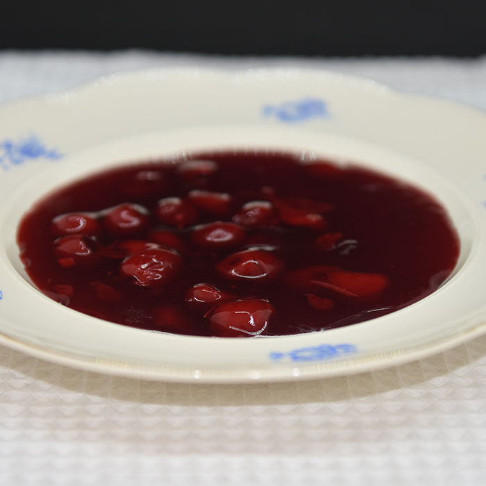 Kirsebærgrøt / -kompott Ingredienser: 500 g Kirsebær (renset) 5 dl Vann 150 g Sukker 1 ts Vaniljesukker 2-3 ss Potetmel https://heidisboble.no/ @heidisboble